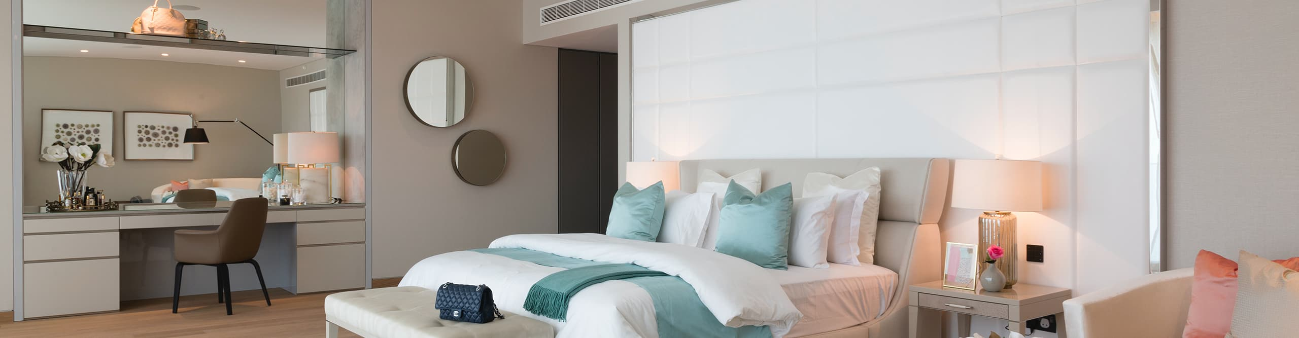 a-luxury-bedroom-palm-jumeirah